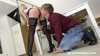 Tattooed mature takes a long dick in will not hear of mouth with the addition of pussy - Pegging