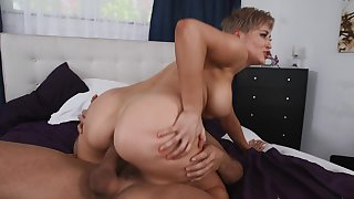 Mature mom loves a young piece be incumbent on cock helter-skelter her pussy